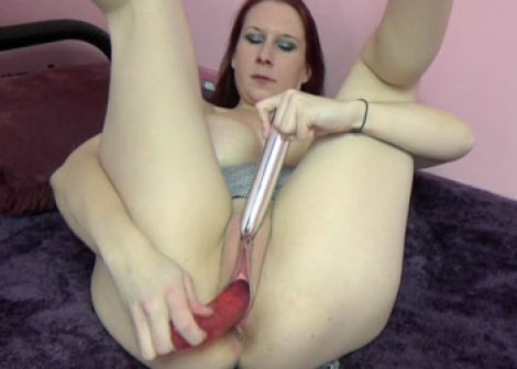 Lia Shayde fucks her twat with toys